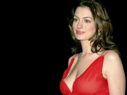 Anne-Hathaway-2
