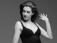 Anne-Hathaway-25
