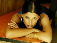 Nelly-Furtado-10